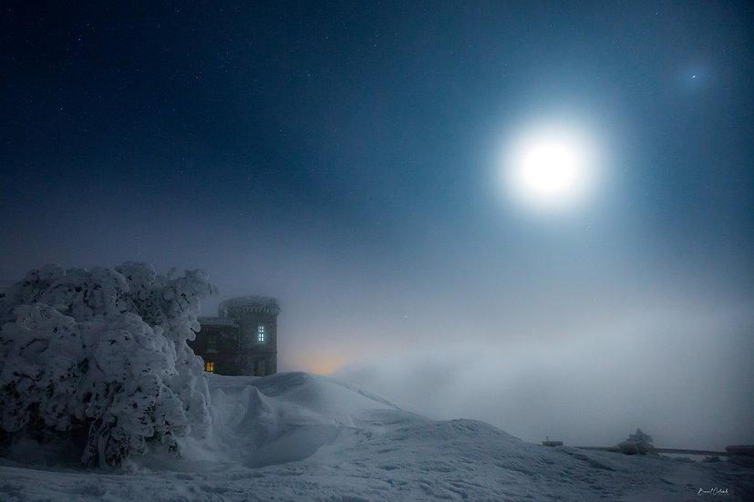 Observatoire au clair de lune