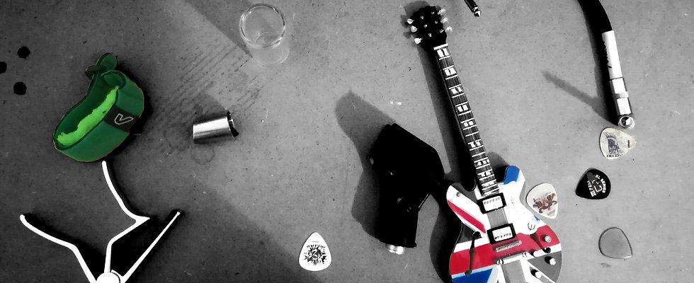 Kapodaster, Bottleneck, Gitarren picks, Pletron, String Wrap,  Gibson 353, Patch Kabel, Mikrophonhalterung