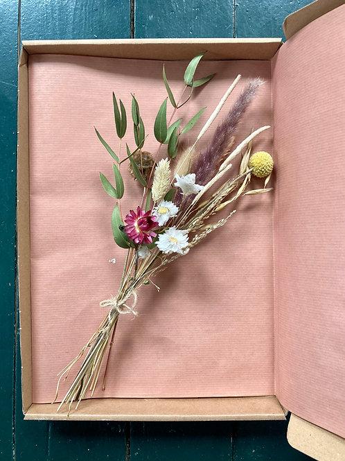 Brievenbusboeketje droogbloemen