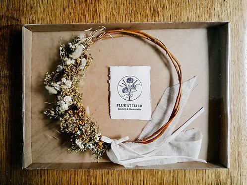kleine krans met gedroogde bloemen