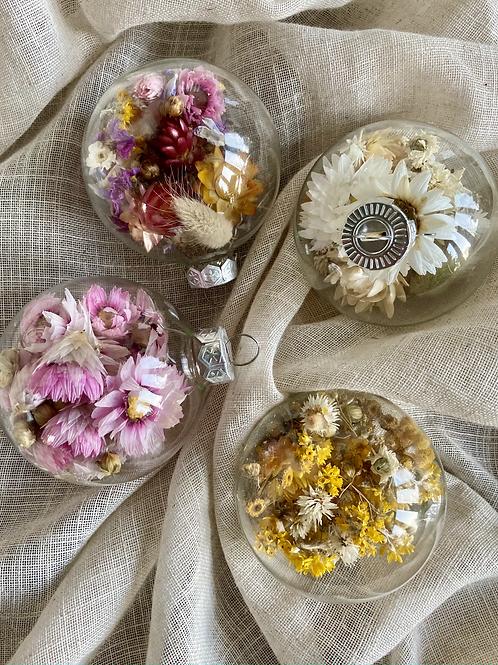 kerstballen met droogbloemen