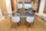 Table basse design bois cintré résine