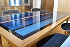 Table en bois massif et resine epoxy