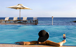 zwembad-schooner-bar-blues bar-Avila Hotel-octagonvleugel.jpg