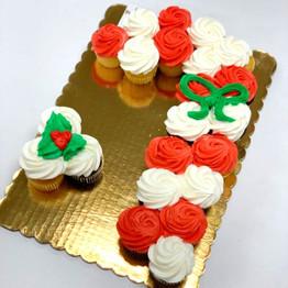 Candy Cane Mini Cupcake Pull-Apart Cake