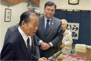 葛飾区視察の二階俊博 自民党幹事長