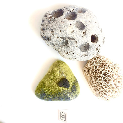 Pebble Brooch with Dark Pebble embellishment in Limes/green