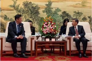 北京市人民 代表大会にて会談