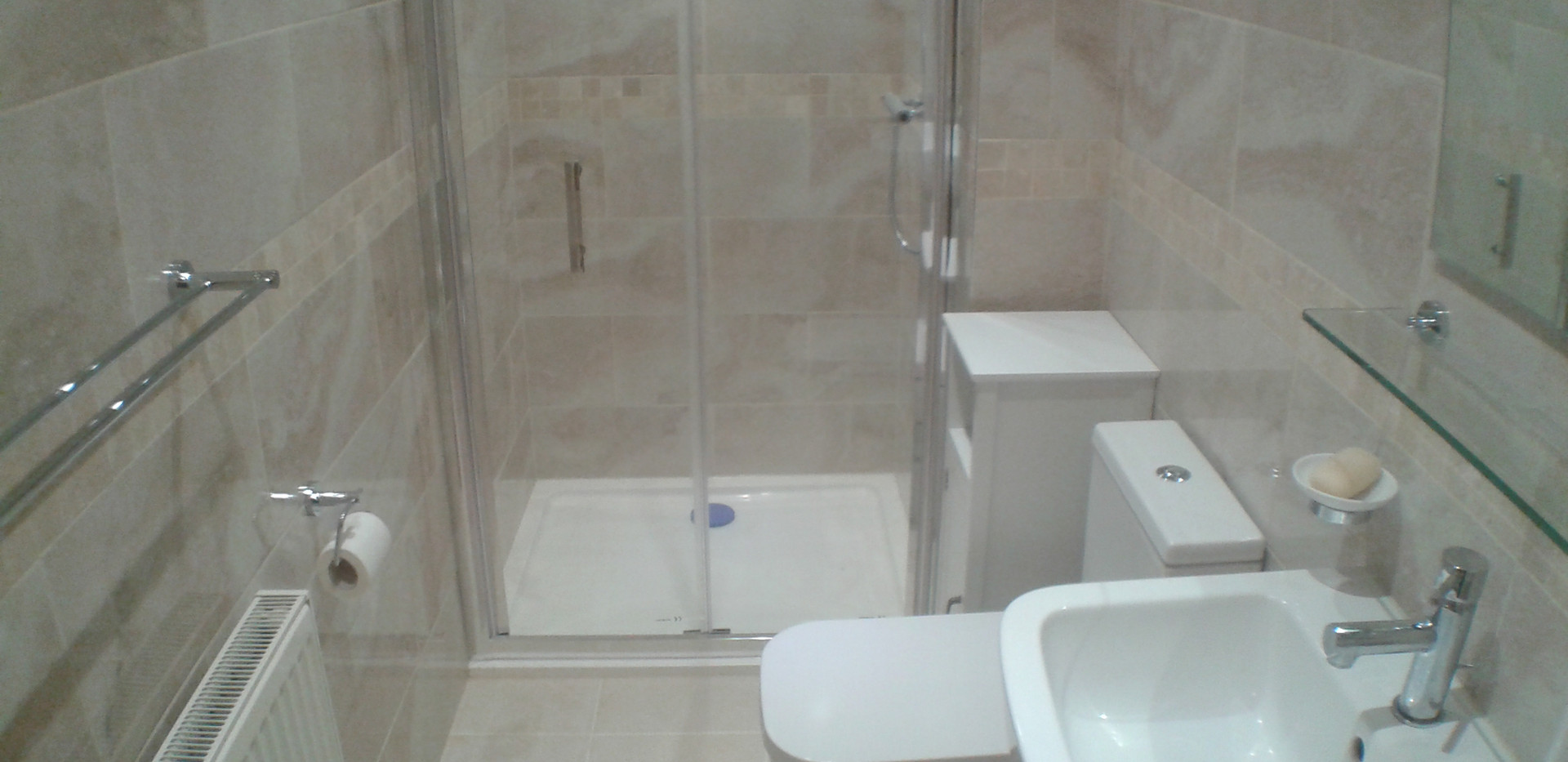 Shower Room Apartment 2 (b)