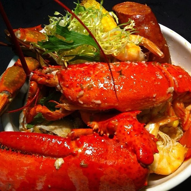 Maine Lobster with Garlic Sauce