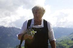Mutt-mit-Blumen-1.jpg