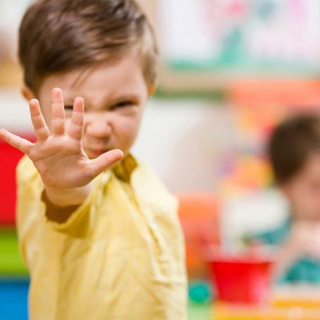 Les facteurs de risque familiaux et environnementaux des troubles du comportement chez l'enfant