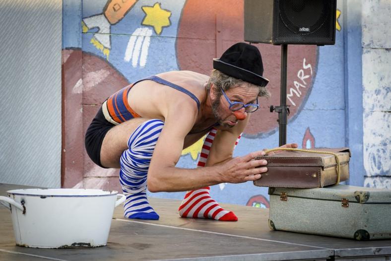 spectacle de rue, clownesque puurlain Théâtre de rue, clown