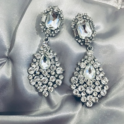 Chanel chandelier earring