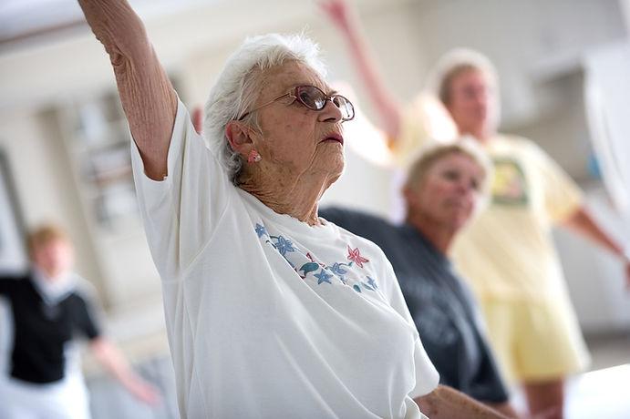 Clase de ejercicio de la Tercera Edad, personas mayores, olders exercise, Entrenador en la tercera edad