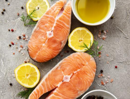 łosoś norweski, czy warto jeść ryby? Holi Diet poradnia dietetyczna Ada Śledziewska