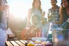 Geburtstag_Torte_Kerzen_Party_Geburtstagsparty_Sekt