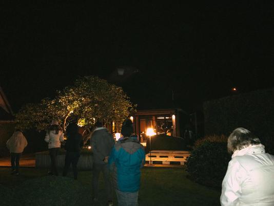 Zenwandelen at night