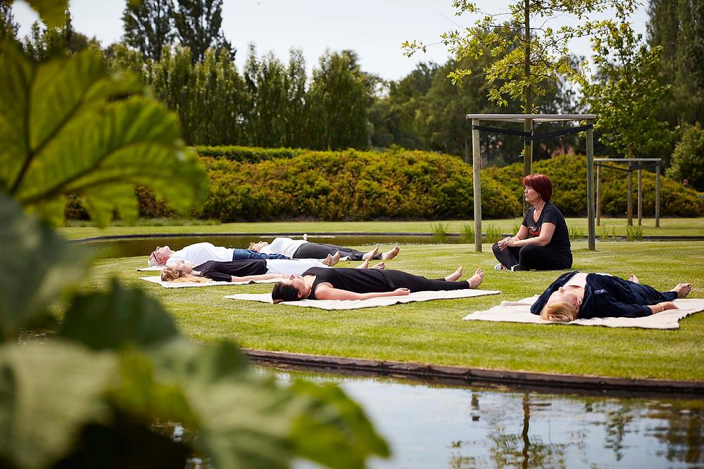 Ontspannen biorelaxatie 2refresh ontstressen tuin meditatie relax relaxatie