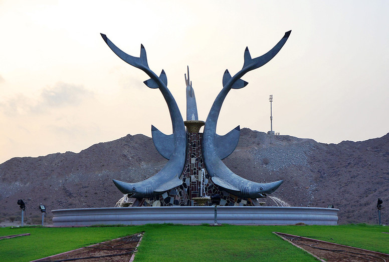 Jaws Roundabout, Fujairah 2011 52x70 cm