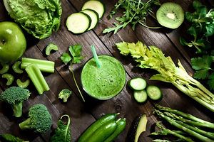 green-detox-smoothie-and-ingredients-on-