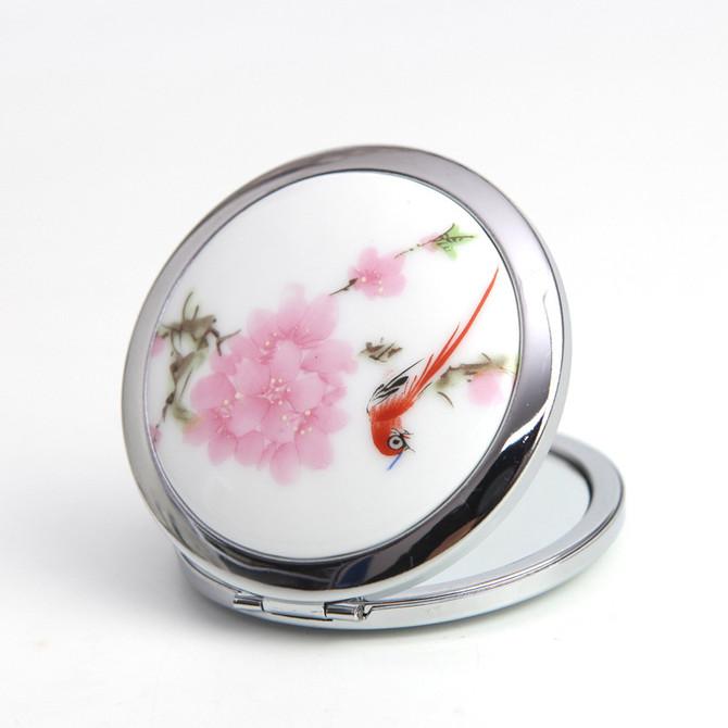 Le charme du miroir pour la réconciliation d'un couple.