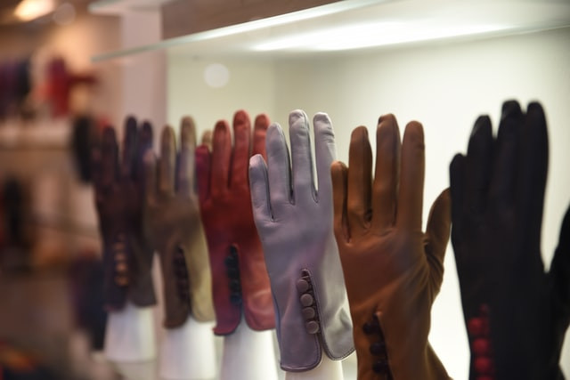 leather-gloves-display