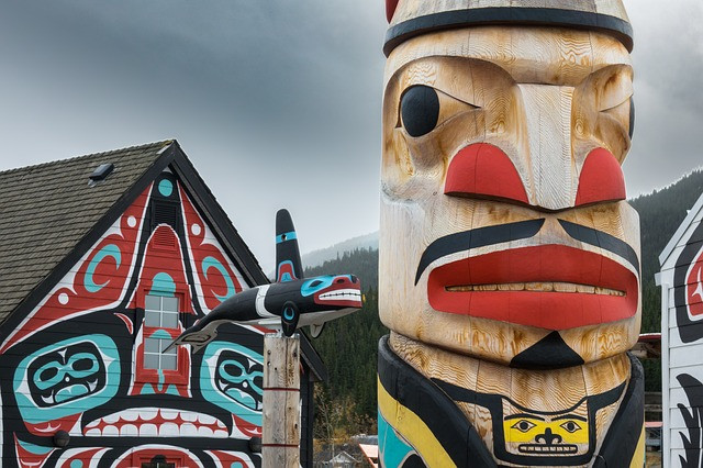 first-nations-carvings-carcross-yukon
