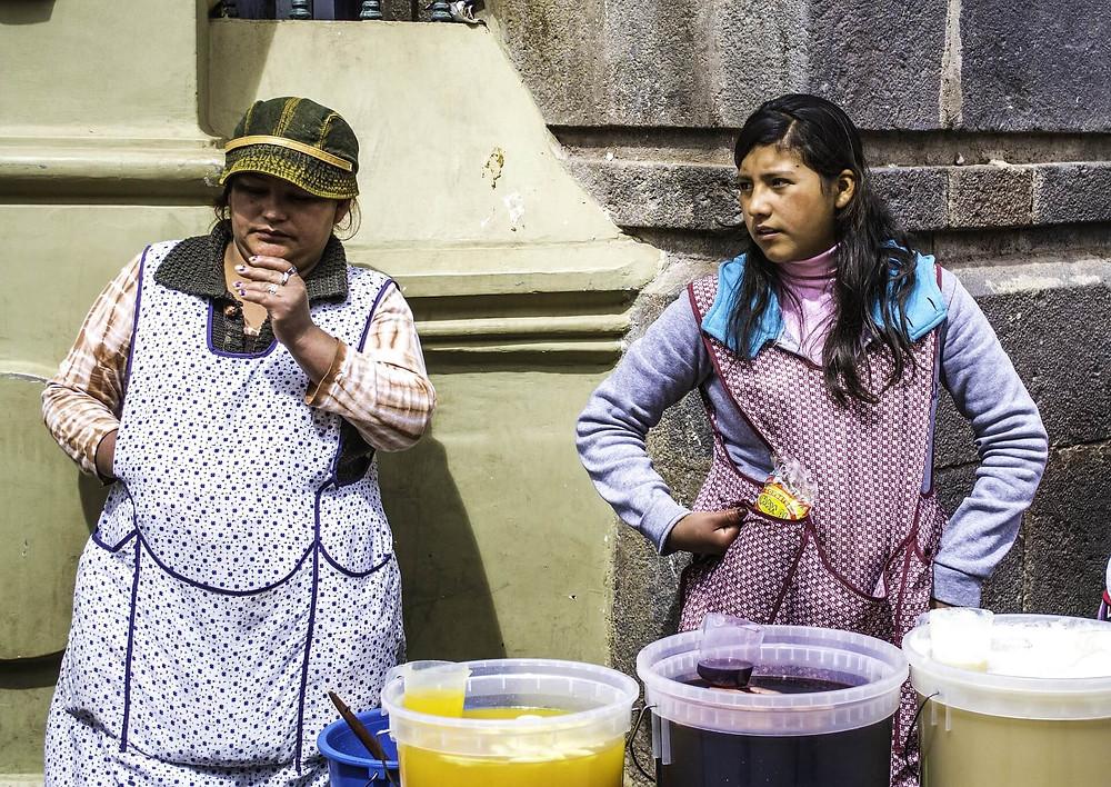 women-selling-chicha-de-jora-chicha-morada