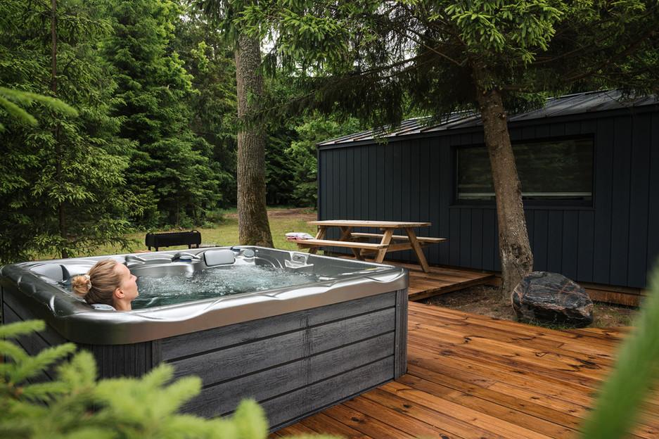 Rest in forest vandens namelis - masažinė vonia