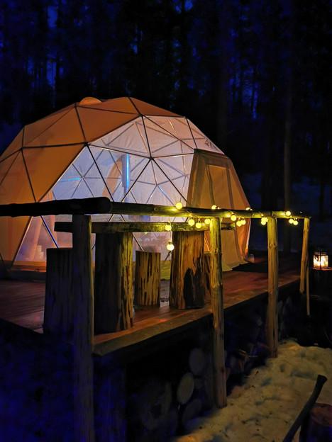 Asalnų kreminis kupolas vakare