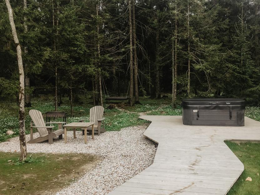 Rest in forest miško namelis - aplinka