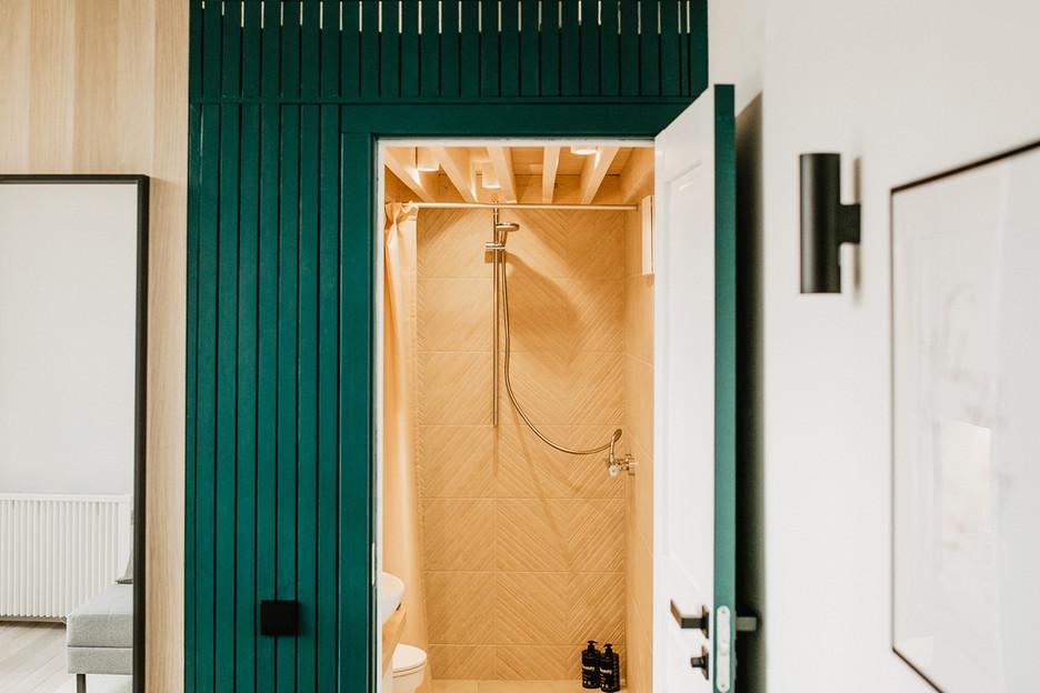 Tiny Hemp House - dušas ir wc