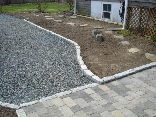 Crushed Stone & Cobble Lined Drive
