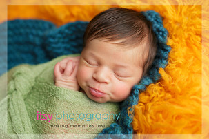 Newborn photographer, baby photography, infant photography, newborn boy, green wrap, baby wrapping, orange flokati