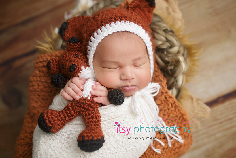 Newborn photographer, baby photography, infant photography, newborn girl, fox, fox hat, orange blanket, wooden backdrop, baby wrapping, newborn posing ideas