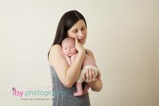 Newborn photographer, baby photography, infant photography, newborn boy, mom, cream wrap, baby wrapping, cream flokati, white backdrop, family