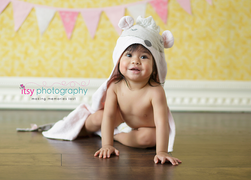 baby photographer, orange backdrop, baby girl, mouse towel,