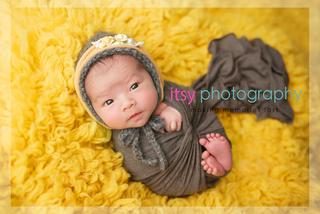baby photographer, newborn photographer, infant photographer, dc photographer, new born, boy, girl, infant, baby, newborn posing ideas, baby wrapping, yellow flokati, brown, wrap, bonnet