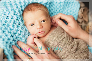baby photographer, newborn photographer, infant photographer, dc photographer, new born, boy, girl, infant, baby, newborn posing ideas, baby wrapping, blue blanket, brown backdrop, moms hands