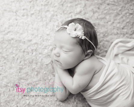 Newborn photographer, baby photography, infant photography, newborn girl, white blankets, newborn posing ideas, floral headband, black and white
