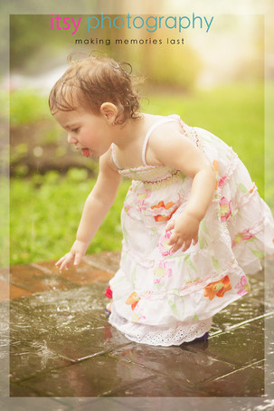 Family photographer, baby photographer, little girl, out door, rainy day,