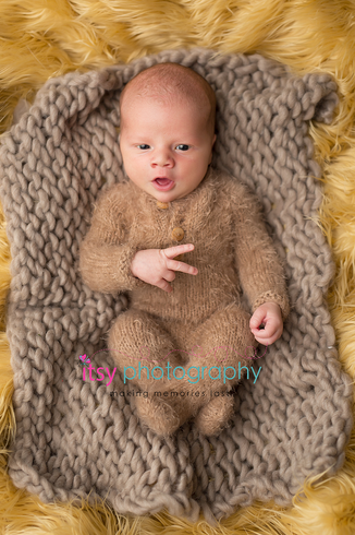 Newborn photographer, baby photography, infant photography, newborn boy, yellow flokati, brown blanket, fuzzy newborn outfit, peace sign