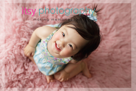 baby photographer, family photographer, one year old girl, pink flokati, blue floral dress,