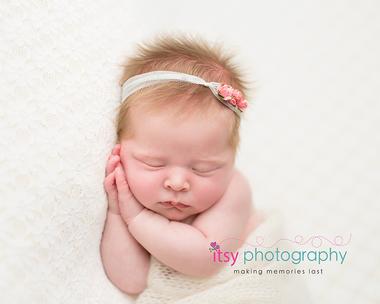 Newborn photographer, baby photography, infant photography, newborn girl, cream backdrop, bow, head on hands pose, newborn posing