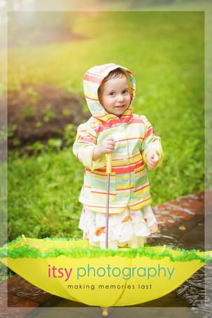 Family photographer, baby photographer, girl, out door, rainy day, striped rain coat, umbrella