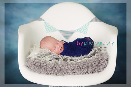 Newborn photographer, baby photography, infant photography, newborn boy, grey flokati, blue wrap, baby wrapping, newborn posing ideas, white chair, banner, blue backdrop,