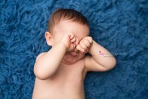 baby photographer, blue flokati, one year old boy, tired