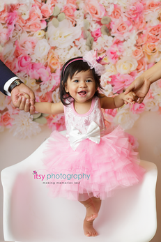 baby photographer, mom, dad, baby girl, first birthday, floral backdrop, pink dress