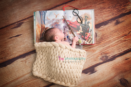 Newborn photographer, baby photography, infant photography, newborn girl, Harry potter, newborn posing ideas, glasses, wand, book